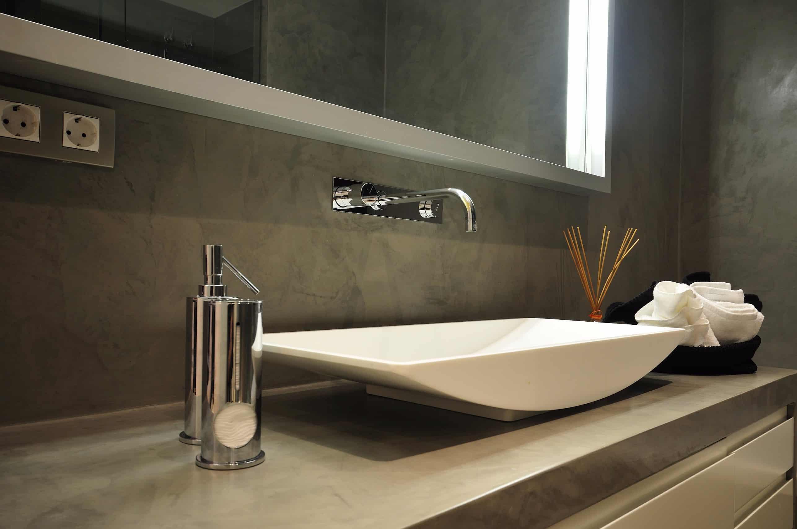 Topcret badeværelse