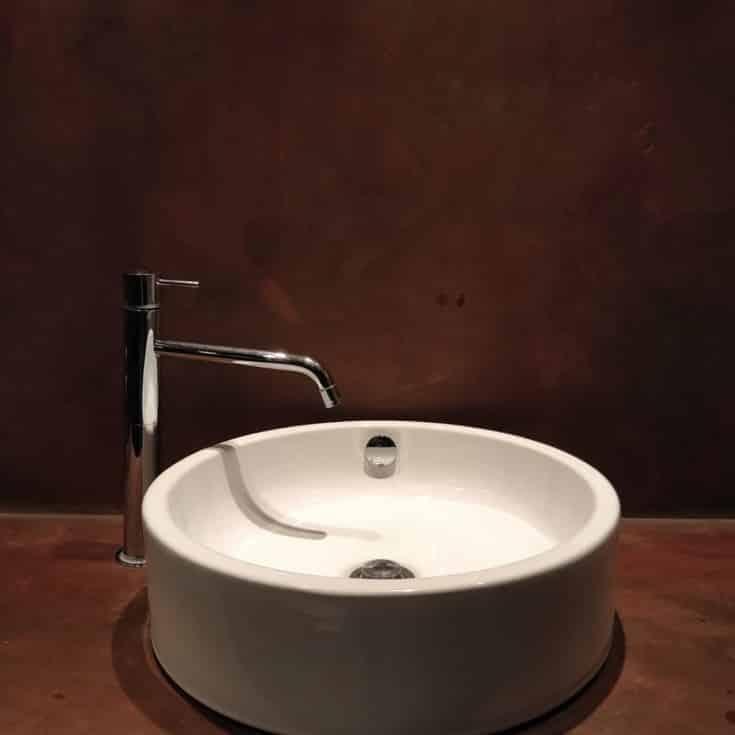 Vask på Topcret Microcement i oxideret stål